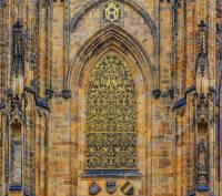 Co se ukrývá za zlatou mříží na chrámu sv. Víta na fotografii č.6? (náhled)