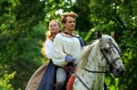 """Jedou spolu na koni na obrázku č.10 princezna Laura a princ Jan z filmové pohádky """"Sněžný drak""""? (náhled)"""