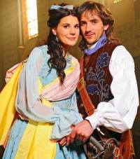 "Jsou na obrázku č.13 princezna Lenka a princ Petr z filmové pohádky ""Škola princů""? (náhled)"