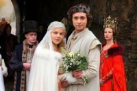 """Jsou na fotografii č.20 statečná dívka Constanze a princ Markus z filmové pohádky """"O šesti labutích""""? (náhled)"""