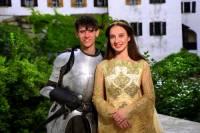 """Jsou na fotografii č.8 mladý rytíř Vítek a princezna Klára z filmové pohádky """"Pravý rytíř""""? (náhled)"""