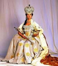 "Je na fotografii č.18 královna Spojeného království Velké Británie a Irska a 1. císařovna Indie Viktorie z historického filmu ""Královna Viktorie""? (náhled)"