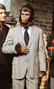 """Je na obrázku č.3 inteligentní šimpanz Cornelius, povoláním historik a archeolog, partner šimpanzí psycholožky Ziry z filmu """"Dobytí Planety opic""""? (náhled)"""