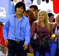 """Je na obrázku č.24 dvojice hvězd italské pop music Paolo Valisari a Isabella Parichi ve filmu """"Zrodila se hvězda""""? (náhled)"""