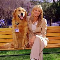 """Je na fotografii č.8 nerozlučná dvojice - hluchá agentka FBI Sue Thomasová se svým asistenčním psem Leviem ze seriálu """"Sue Thomas: Agentka FBI""""? (náhled)"""