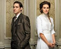 V jakém příbuzenském vztahu jsou seriálové postavy na fotografii č.19? (náhled)