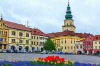 Které město ležící na řece Moravě je na fotografii č.8? (náhled)