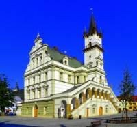 Radnice na fotografii č.16 je dominantou města: (náhled)