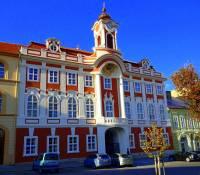 Radnice na fotografii č.21 se nachází ve městě: (náhled)