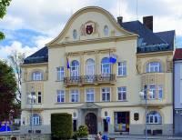 Radnice na fotografii č.25 se nachází ve městě: (náhled)