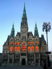 V jakém městě je radnice na fotografii č.2? (náhled)