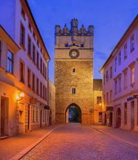 Historická stavba na obrázku č.11 se jmenuje a nachází se ve městě: (náhled)