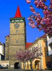Historická stavba na fotografii č.17 se jmenuje a nachází se ve městě: (náhled)