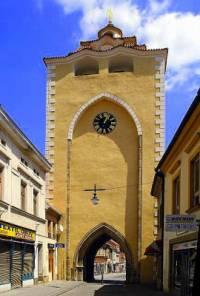 Jak se jmenuje a ve kterém městě se nachází historická stavba na obrázku č.1?  (náhled)