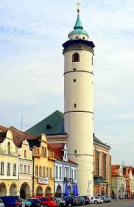 Na fotografii č.20 se nachází historická stavba, která je dominantou města: (náhled)