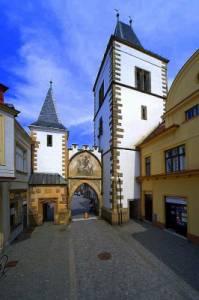 Na obrázku č.23 je historická stavba ve městě: (náhled)