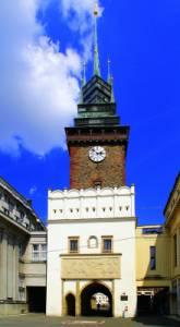 Historická stavba na obrázku č.3 se jmenuje a nachází se ve městě: (náhled)