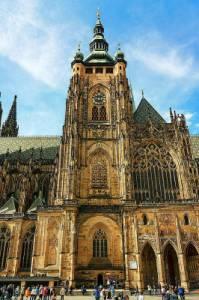 Na fotografii č.6 se nachází historická stavba ve městě: (náhled)