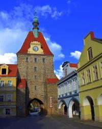Na fotografii č.9 je historická stavba ve městě: (náhled)