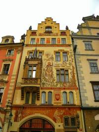Historická stavba na obrázku č.10 se jmenuje a nachází se ve městě: (náhled)