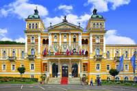 Jaká historická stavba je na fotografii č.22 a ve kterém městě se nachází? (náhled)