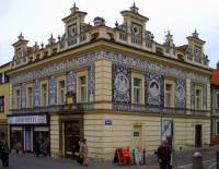 Jaká historická stavba je na fotografii č.25 a ve kterém městě se nachází? (náhled)