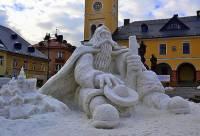 Socha Krakonoše na obrázku č.19, která je vytvořena ze sněhu, je symbolem města: (náhled)