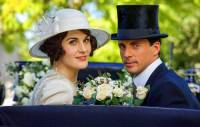 Nevěsta na fotografii č.25 je ze seriálu: (náhled)