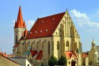Jak se jmenuje a ve kterém městě se nachází historická stavba na obrázku č.9? (náhled)