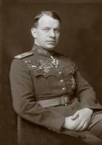 Lvem Sibiře byl nazýván velmi úspěšný velitel legií a Bělogvardějců generála Kolčaka. Masaryk s Benešem ho neměli rádi kvůli vlivu a oblíbenosti v legiích. Kdo to byl? (náhled)