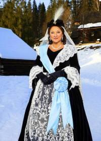 Královna na fotografii č.8 se jmenuje: (náhled)