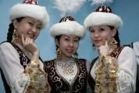 Členové, kterého etnika jsou na obrázku: (náhled)
