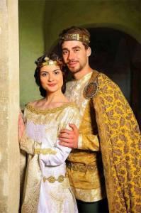 """Jak se jmenovali princ a princezna na fotografii č.11 ve filmové pohádce """"Korunní princ""""? (náhled)"""