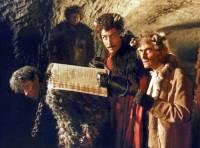 """Podle záznamů v Pekelné knize hříchů dovršila Dorota Máchalová, macecha mlynářova syna Petra Máchala, právě míru hříchů. Za své hříchy měla přijít do pekla. Kde byly v Pekelné knize hříchů zapsány záznamy o hříchách Doroty Máchalové ve filmové pohádce """"S čerty nejsou žerty""""? – obrázek č.4 (náhled)"""