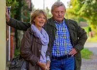 """Jsou na obrázku č.13 manželé Karel a Vlasta Mlejnkovi ze seriálu """"Poldové a nemluvně""""? (náhled)"""