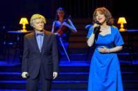 Označte zpěváka a zpěvačku, kteří tvoří pěvecké duo na fotografii č.15?  (náhled)