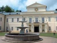 Obrázek č. 9 Zámek na obrázku byl postaven v letech 1820 - 1833 a to ve stylu Vídeňského klasicismu. Už víte, o jaký zámek se jedná? (náhled)