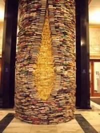 """Na závěr testíku tu máme zajímavý objekt, který můžeme najít ve foajeru Městské knihovny v Praze. Jedná se o tzv. """"IDIOM"""", který je složen z .. (náhled)"""