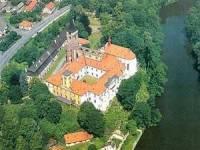Na obrázku vidíme Sázavský zámek (původně se jednalo o klášter), a já se ptám, ve kterém roce byl klášter (dnes norenesanční zámek) založen? (náhled)