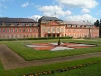 Nádherný rokokový zámek Dobříš, pochází z let (cca.) 1745 - 1765. V určitém období byl využíván Svazem spisovatelů a já se vás ptám, ve kterém období to bylo? (náhled)