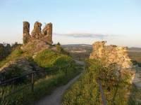Jak se jmenuje zřícenina hradu, kterou můžete vidět na obrázku? (hrad má velice smutnou historii - roku 1635 je vydrancován Švédy a roku 1718 totálně vyhořel, už víte, o jakou zříceninu se jedná?) (náhled)