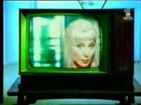 Určitě jste poznali zpěvačku Cher, jak se jmenuje tento klip? (náhled)