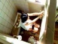 Trochu podivně začínající klip, který nazpívalo Ruské duo TaTu se jmenuje (náhled)